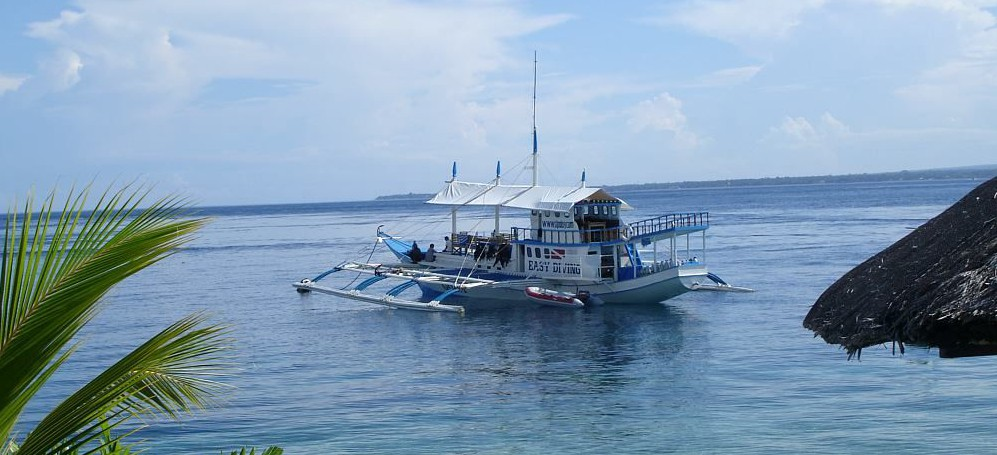 Dive Safari Philippines - Dive Safari Boat at the Beach