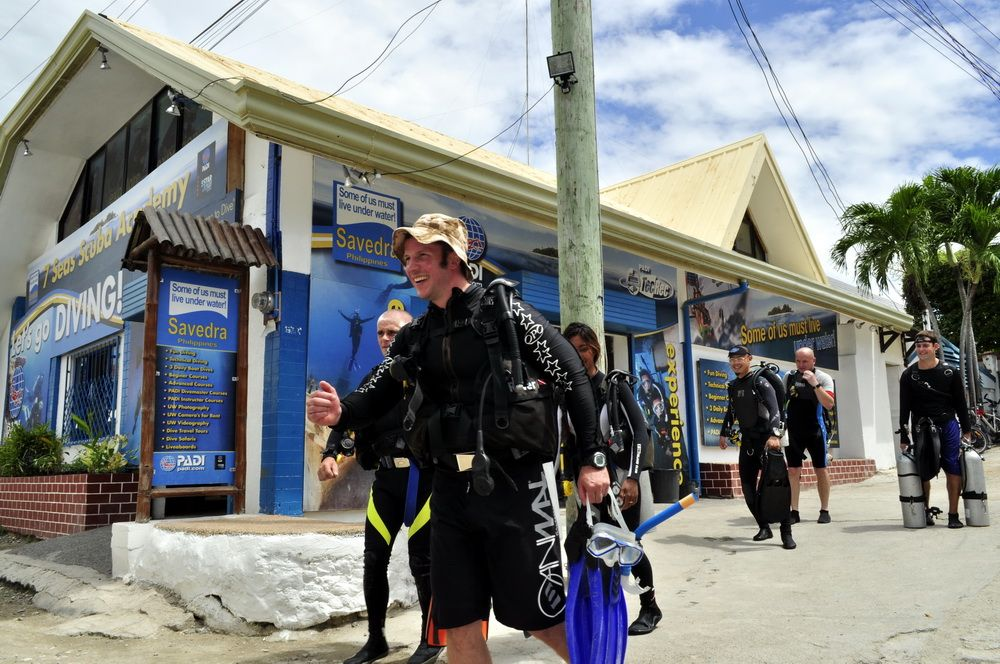 Happy Divers at Savedra Dive Center in Moalboal
